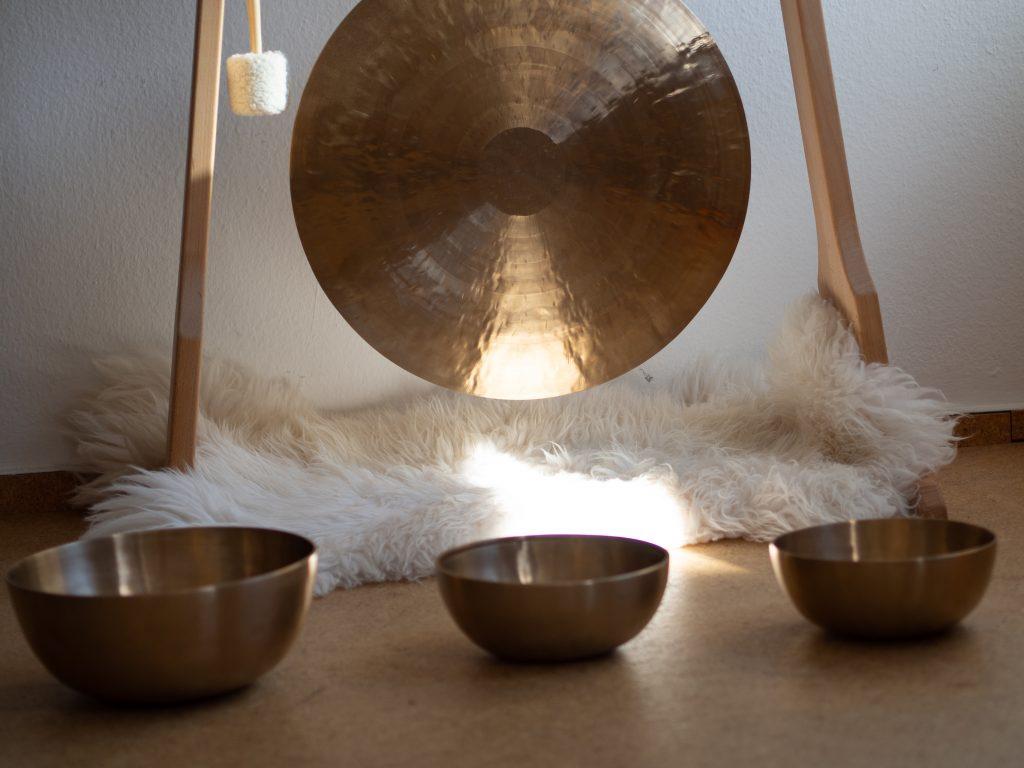 Elizabeth O'Neil Sound Healing, Sound healing beaconsfield, sound bath beaconsfield, sound healing, sound healing seed wellness, sound gong, gong bath, sound healing for stress, sound healing for sleep, seed beaconsfield, seed marlow, seed wellness, gong,